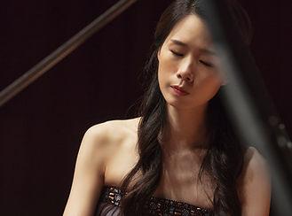 Eunji Lee Headshot 2.jpg