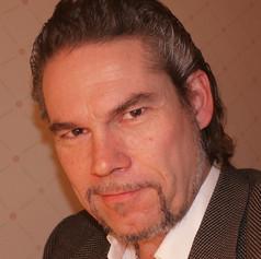 Petri Lindroos (basse)