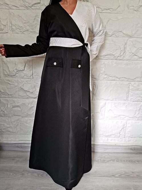 عباية بتصميم عصري بحزام على الخصر