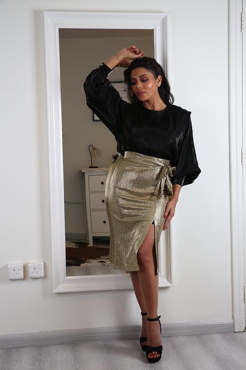 بلوزة من الحرير بتصميم عصري