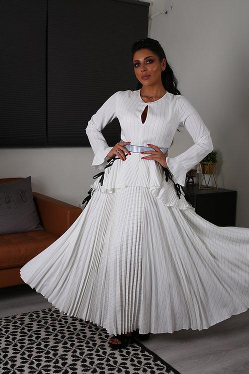 فستان طويل أنيق مخطط بكسرات