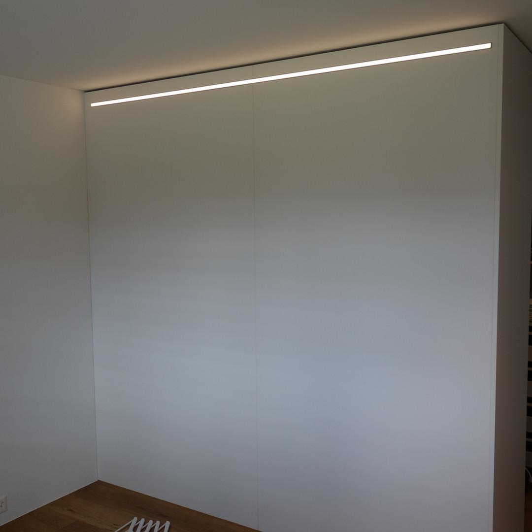 Schrank mit LED-Beleuchtung