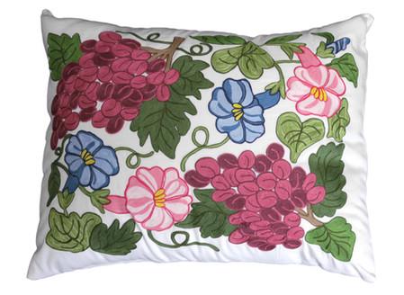 Cuscino con ricamo uva e fiori