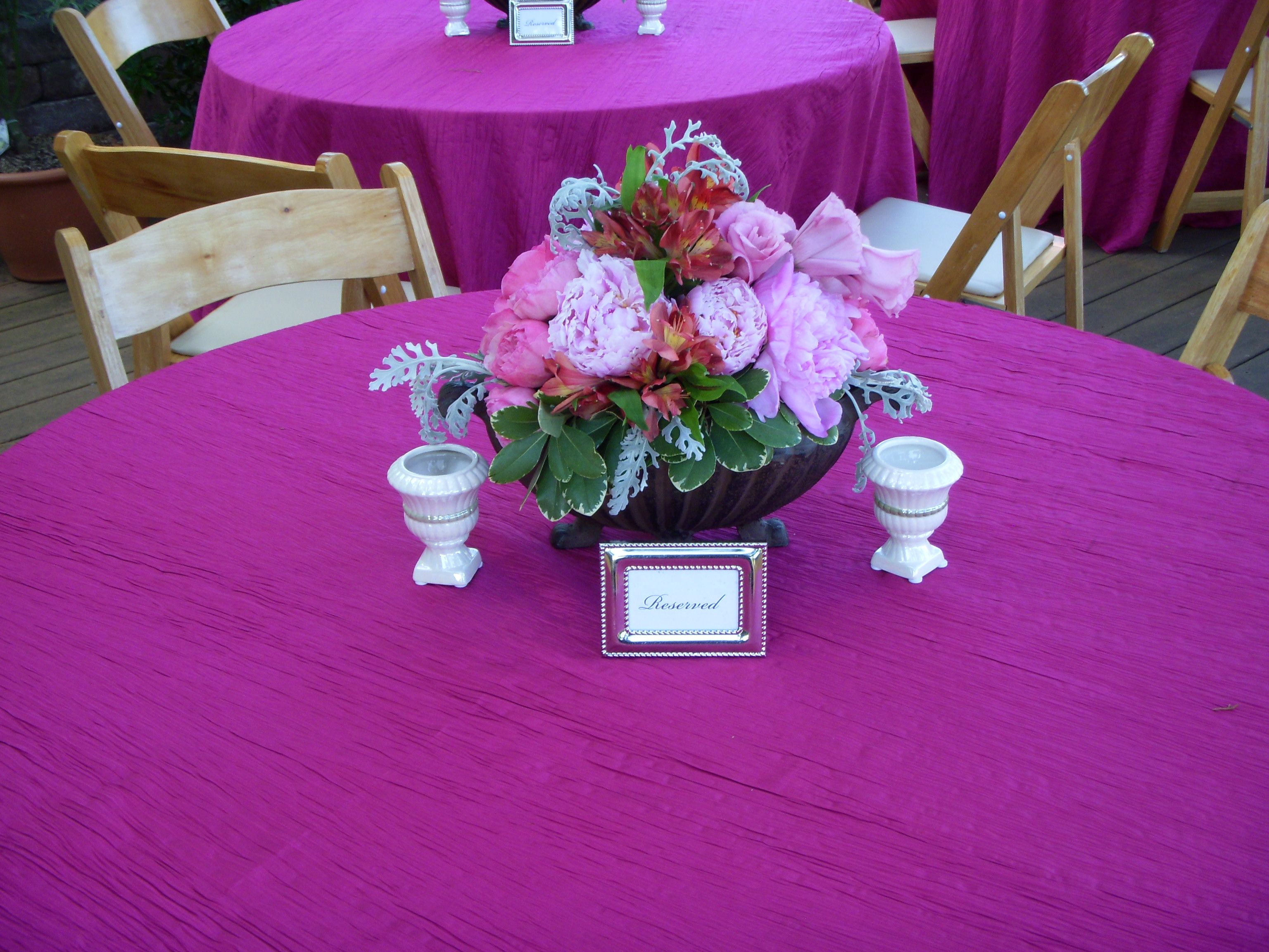 Outdoor reception table centerpieces