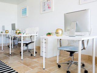 Dirty Desks: Cleaning Hacks for Your Cubicle