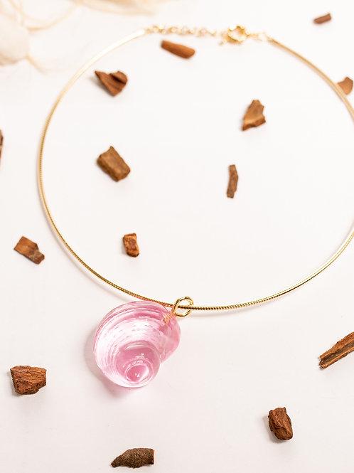 Colar concha transparente rosa