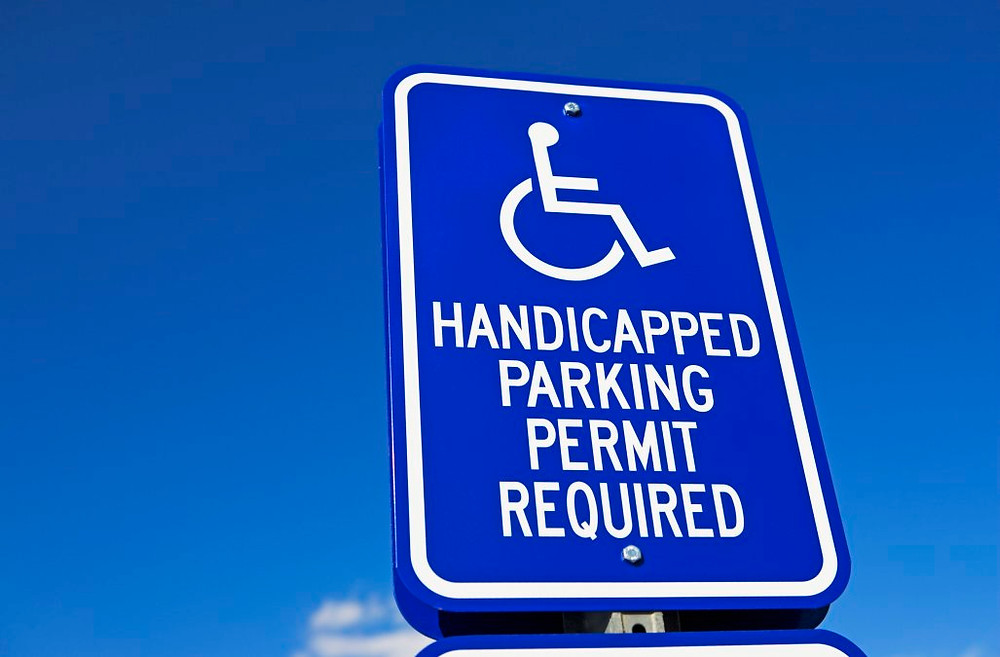 "Picture of sign that says ""handicapped parking permit required"""