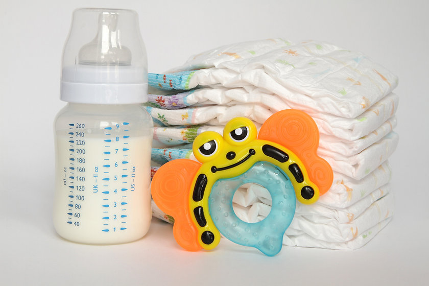 Children's isolation diapers teethers baby bottle with breast milk.jpg