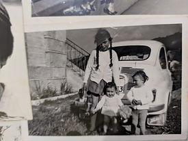 a Mama con sus hermanos.jpg