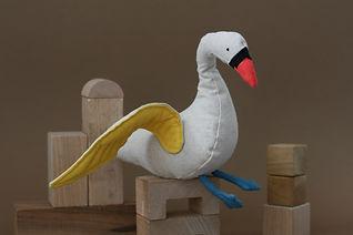 swan toy, lockdown animals, duurzaam speelgoed, zwaan, knuffel, organic toy