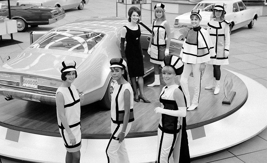 Mondrian-dresses-Detroit-Auto-Show-1966-