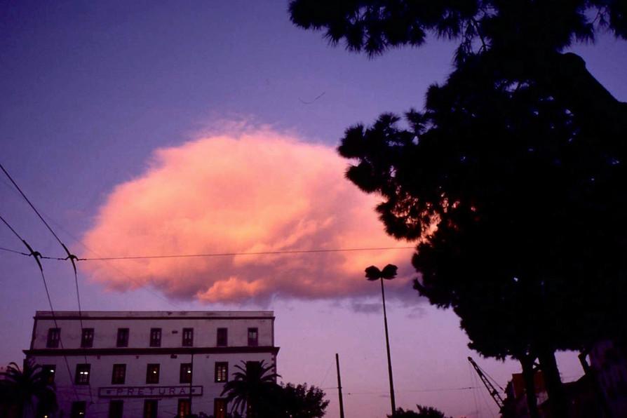 夕陽に染まった雲 (ナポリ)