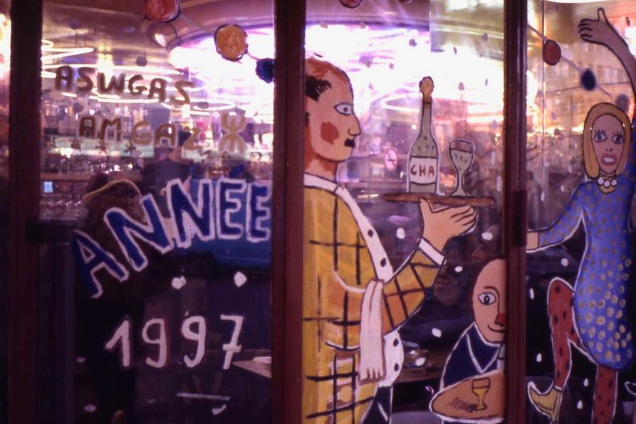 ガラス絵が楽しいクリスマスのビストロ(パリ)