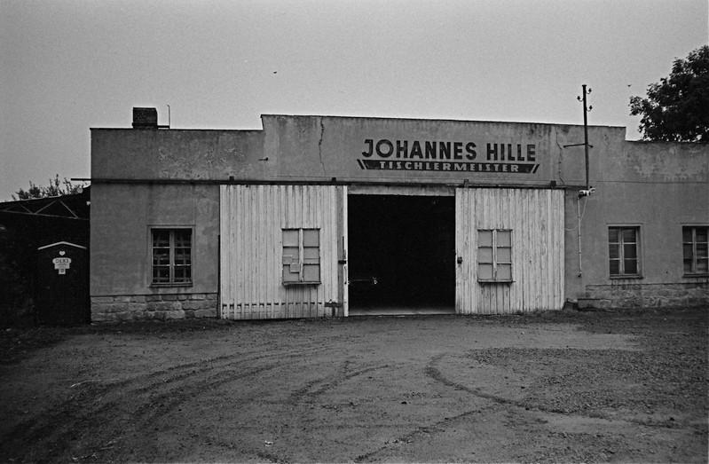 フィルムノワールの場面にでてきそうな自動車修理工場 (ドレスデン)