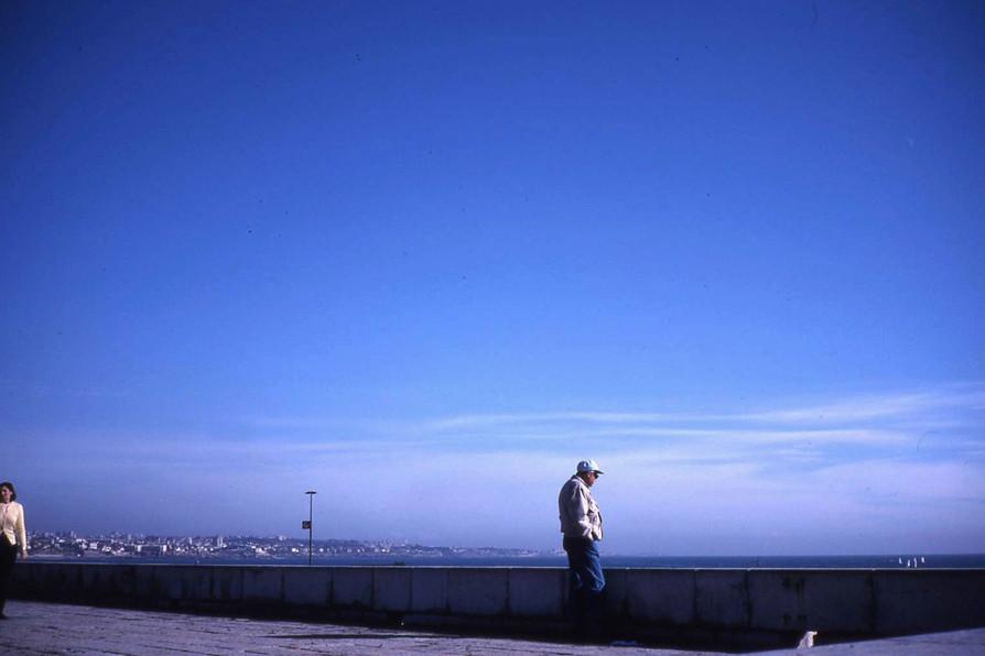 たたずむ男 (カスカイス・ポルトガル)