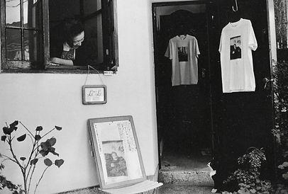 画房ルルの前田マリと猫の写真