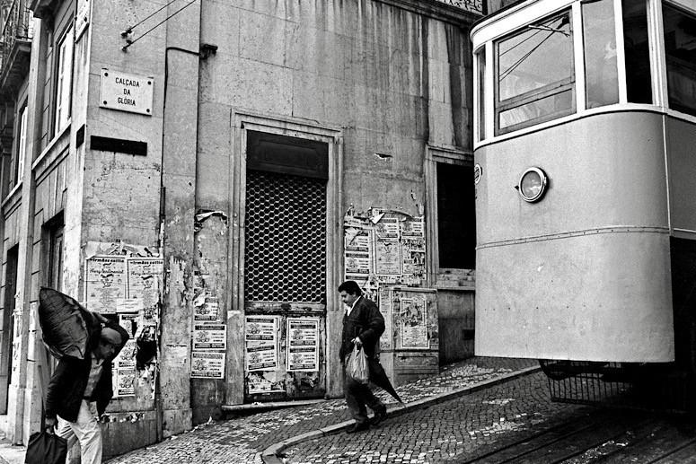 ケーブルカーの乗降客 (リスボン)