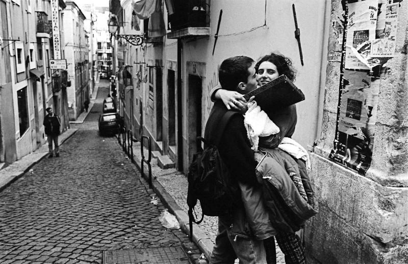 抱擁する二人 (リスボン)