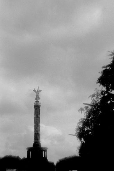 映画『ベルリン天使の詩』で天使が座っていた戦勝記念塔 (ベルリン)