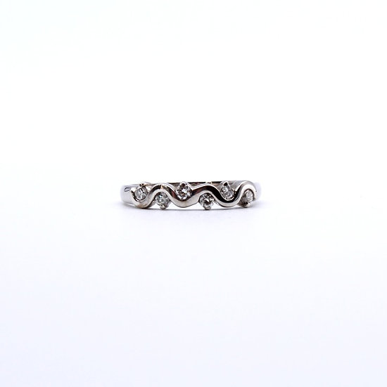 Diamond twisted design band ring
