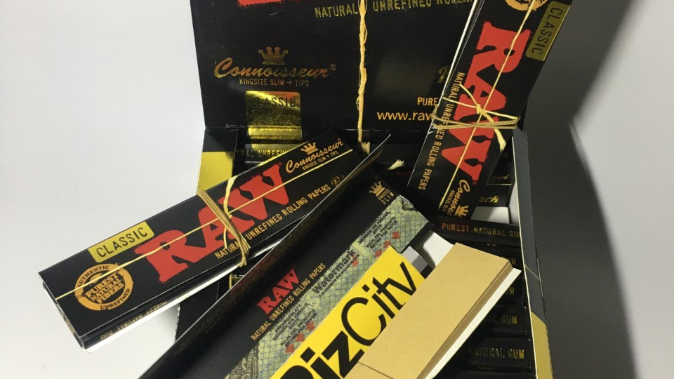 RAW Black Connoisseur Papers w/Tips