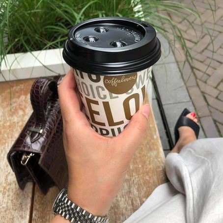 Hier drink je een lekkere kop koffie buiten de deur