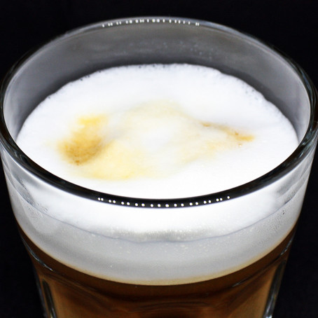 De verschillen tussen cafe latte, latte macchiato en flat white