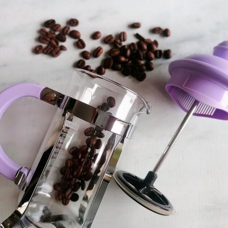 Hoe zet je koffie van koffiebonen zonder koffiezetapparaat?