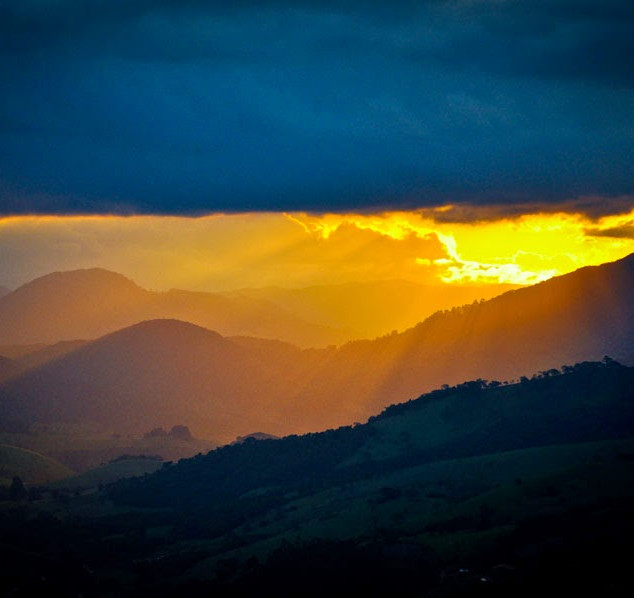 Por do sol no monte Varshana