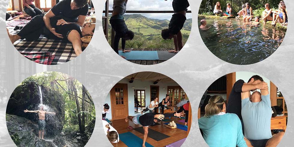 Retiro Yoga & Touch com Cacau Peres e Sebastian Valla