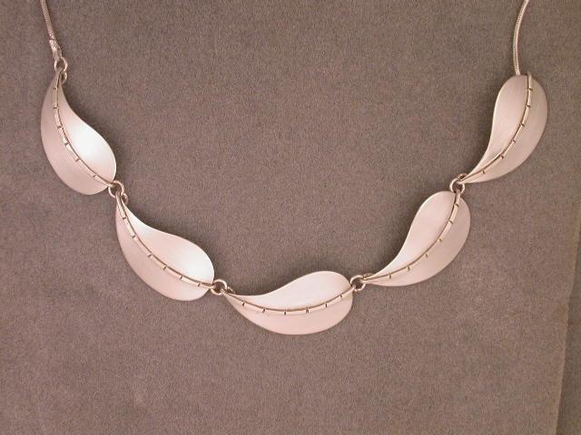 30 5-leaf neck A.JPG
