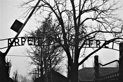Arbeit_Macht_Frei_Auschwitz_Février_2007