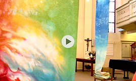 Aquarellausstellung großer Transparente in der Kirche
