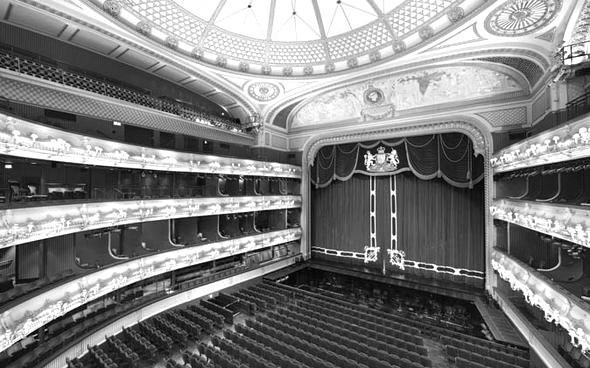london-theatre-1494683_edited.jpg