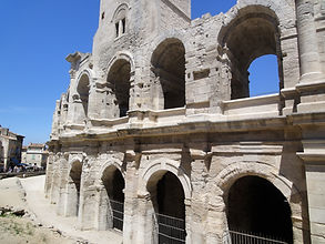 24+arena+Arles.jpg
