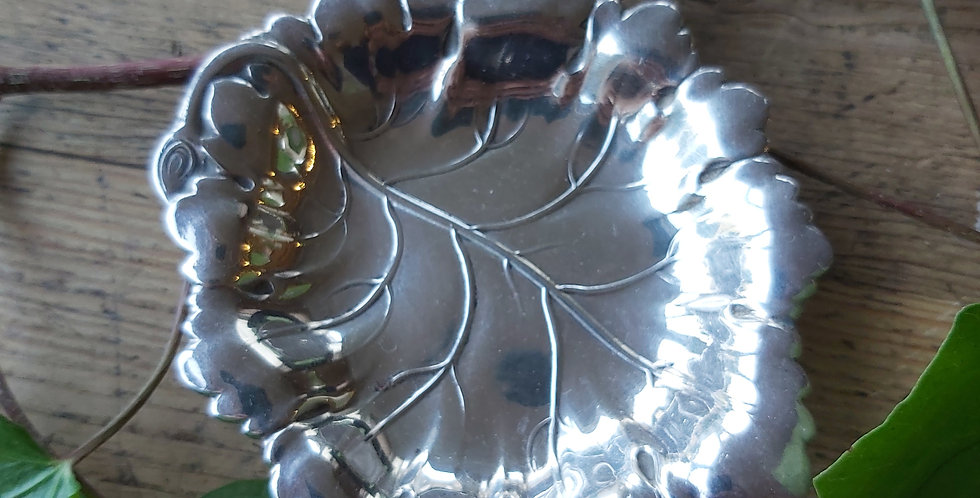 Antique silver-plated leaf pin dish