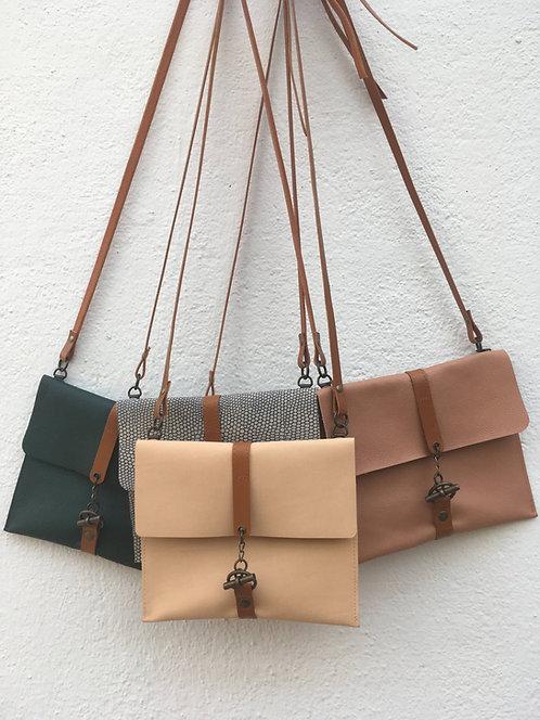 Henriette, le sac carré en cuir