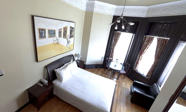 E1Q---room.jpg
