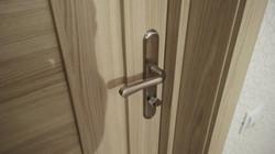 Установка двери в гостинке (1)