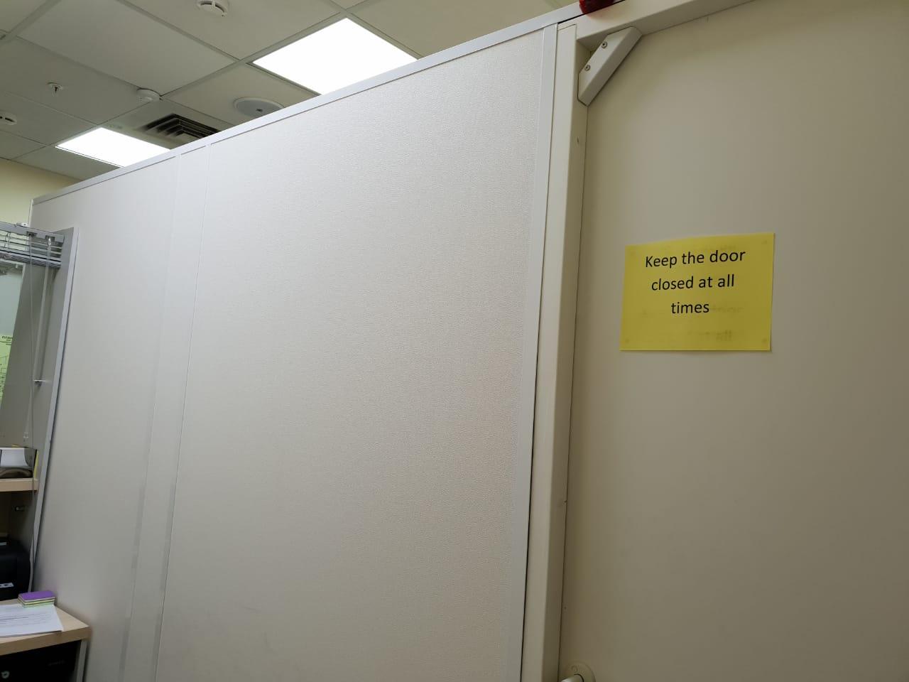 Установка дверей и перегородок из ДСП 2