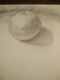 Яблоко, карандаш. Автор_ Анна