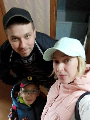 Анастасия Зиневич с семьей.jpg