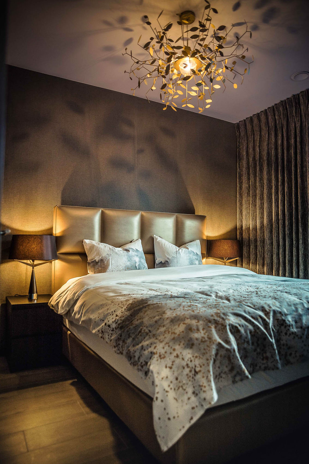 TLSC bedroom with 'Indian Summer' Chandelier by Marzia Mosconi for Axis71