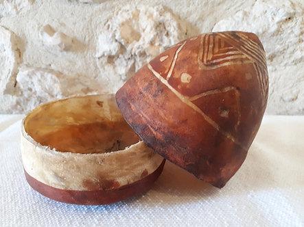 Anciennes boîtes sahraouies pointues