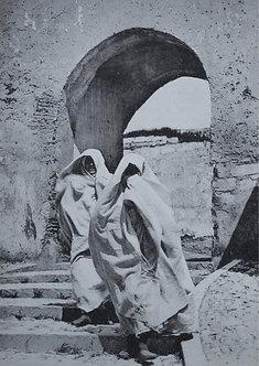 """""""Maroc d'hier"""" Femmes descendant un escalier - Photo n° 23"""