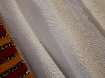 Pièce de coton blanc uni tissée à la main