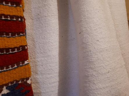 Pièce de coton blanc rustique tissée à la main