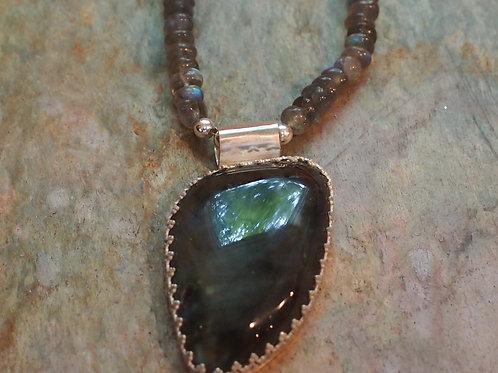 Labradorite pendant and chain