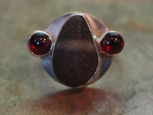 Rock and garnets ring