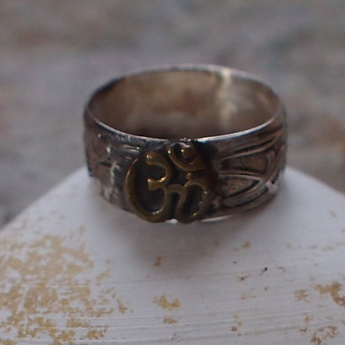 OM floral band ring size 5.5